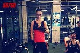 瘦弱男孩增肥35斤 疯狂健身当教练